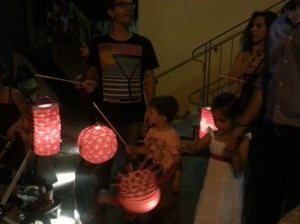 Families with their paper lanterns.