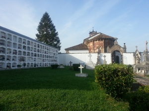 The cemetery and wall 'nichos'