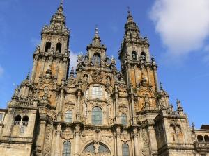 Main cathedral entrance (courtesy of KdeTorres)