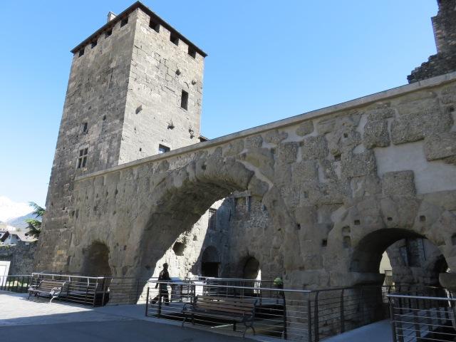 Praetorian gate (2)