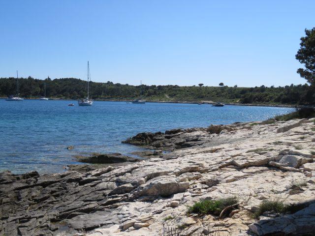 Sea boat shore