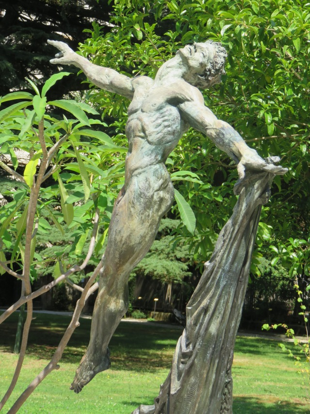 Rejoicing statue in the Orto Botanico.