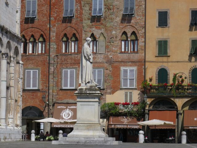 statue-cafes